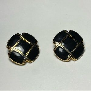 💥3 for $25💥 Vintage Poppy-shaped Clip On Earrings w/ Gold Tone